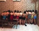 """Hơn 10 nữ tiếp viên lưng trần phục vụ khách trong karaoke """"chui"""""""