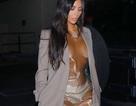 """Kim Kardashian diện váy nhựa """"phô"""" nội y"""