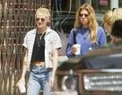 """Kristen Stewart """"chuẩn man"""" dạo phố cùng bạn gái"""