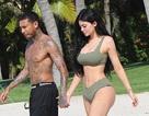 Kylie Jenner và bạn trai gốc Việt thắm thiết trong kỳ nghỉ ở Mexico