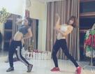 """Hai cô gái múa bụng quyến rũ trên nền nhạc """"Lạc trôi"""" của Sơn Tùng M-TP"""