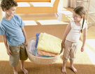 Trẻ không chịu làm việc nhà là do… bố mẹ!