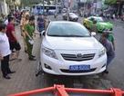 """""""Cuộc chiến"""" giành lại vỉa hè: Dỡ trụ sở khu phố, cẩu xe biển xanh"""