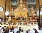 Việt kiều tại Lào tham dự lễ cầu Quốc thái Dân an tại chùa Bàng Long