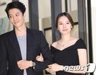 Lee Dong Gun tháp tùng vợ bầu đi dự sự kiện