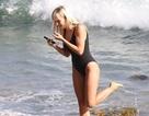 Nữ vú em tố Mel B ký thỏa thuận tình dục tươi rói trên biển