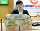 """Người nhà """"sếp lớn"""" LienVietPostBank bất ngờ ồ ạt mua cổ phần"""