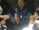 Ném heroin để phi tang khi bị công an bắt giữ