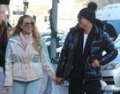 Mariah Carey hạnh phúc nắm tay người tình trẻ trên phố