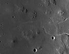 Phát hiện ra một hang động khổng lồ trên mặt trăng