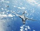 Hai máy bay ném bom của Mỹ bay 10 tiếng qua Biển Đông