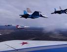 Xem phi đội máy bay Nga diễn tập cho Ngày Chiến thắng