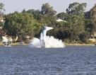 Máy bay lao xuống sông trong ngày quốc khánh ở Australia, 2 người chết