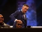 McGregor dúi đầu Mayweather trong buổi họp báo cuối cùng