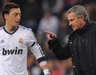 """Mourinho từng mắng Mesut Ozil là """"đồ hèn nhát!"""""""