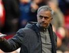 HLV Mourinho tự ứng cử mình chơi ở vị trí trung vệ của MU