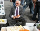 Trở thành triệu phú từ bán nạo khoai tây trên phố