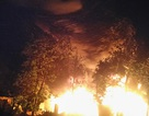 Cháy cơ sở săm lốp ô tô, cả khu phố lao vào dập lửa