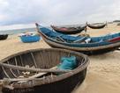 Ngư dân không thể ra khơi vì nước biển bẩn bất thường