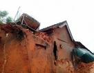Sạt lở đất làm sập 2 ngôi nhà, hàng chục hộ dân phải di dời