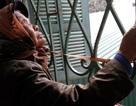 Hà Nội: Lạ lùng dãy nhà tôn bịt kín khu dân cư