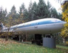 Một mình sống giữa rừng trong chiếc Boeing 727