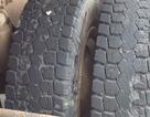 Đục đá kẹt giữa bánh xe gây nổ lốp, tài xế bị hất văng