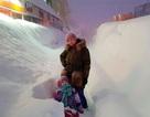 Đông cứng trong thành phố lạnh -55 độ C, tuyết ngập lên tận đầu
