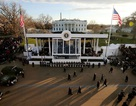 Phong tỏa đường gần Nhà Trắng trước khi ông Trump nhậm chức do gói đồ khả nghi
