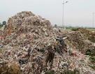 """Hàng tấn rác thải bất ngờ """"mọc"""" trên đại lộ"""