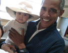 "Bức ảnh ông Obama bế bé gái ""gây sốt"""