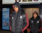 Thua mất mặt trước Basel, MU trở lại Manchester vào giữa đêm