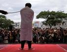 Cặp đồng tính tại Indonesia bị phạt 80 roi giữa đám đông