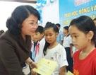 Phó Chủ tịch nước tặng quà Trung thu cho trẻ em khó khăn tại Huế