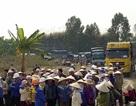 Công ty xi măng tự ý cấm đường, hàng trăm người bao vây phản đối