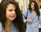 Selena Gomez tiều tuỵ tại sân bay
