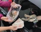 Hàng trăm tài xế dàn xe mua vé bằng tiền lẻ, trạm thu phí ùn tắc
