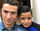 C.Ronaldo phấn khích khi con trai lập tuyệt phẩm sút phạt