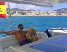 Alexis Sanchez chơi trội khi đưa thú cưng đi chơi du thuyền