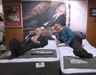 Bill Gates đi thử nệm cùng Warren Buffett