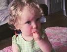 Nhóc 2 tuổi mắc bệnh lạ chuyên thích giật tóc khiến mẹ phải cho cạo trọc đầu
