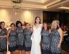 """Thú vị pha """"đụng hàng"""" của 6 cô gái đến dự chung một đám cưới"""