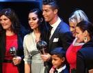 C.Ronaldo say sưa mừng chiến thắng bên cô bạn gái xinh đẹp
