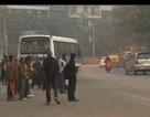 Bị cảnh sát bắt vì đi tất quá thối lên xe buýt