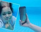 """Vlogger Trinh Phạm chinh phục """"thử thách"""" make-up dưới nước"""