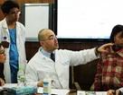 Bệnh viện Hồng Ngọc kết hợp đoàn BS Mỹ phẫu thuật miễn phí cho 18 trẻ em nghèo dị tật