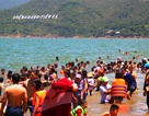 Hàng vạn người đổ xô tắm biển xả xui ngày Tết Đoan Ngọ