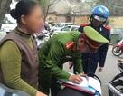 Hà Nội: Vứt rác ra vỉa hè, một phụ nữ bị phạt 6 triệu đồng