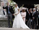 Cận cảnh váy cưới xa hoa của em gái công nương Kate Middleton
