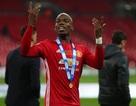 Paul Pogba bị cổ động viên MU tấn công vì… từ chối ký tặng